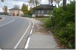 Улица Веденеева, начало. Тротуар незакончен.