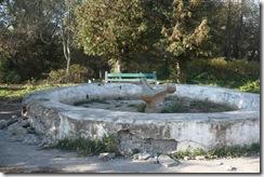 """Маленький фонтан, через дорогу от парка """"Три богатыря"""""""